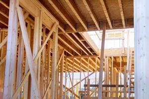 Estructura de la casa de construcción en el marco de la viga residencial foto