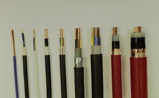 varios cables eléctricos foto