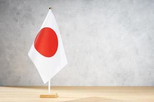 Bandera de mesa de Japón en la pared con textura blanca. copia espacio foto