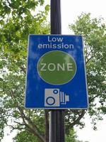 Signo de zona de bajas emisiones en Londres foto