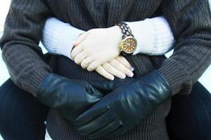 parejas abrazándose la cintura mostrando calidez foto