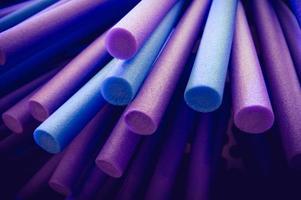 Palos de espuma púrpura y azul arte de fondo y concepto abstracto. foto