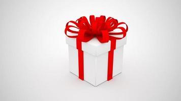 Caja de regalo blanca con cinta roja sobre fondo blanco. foto