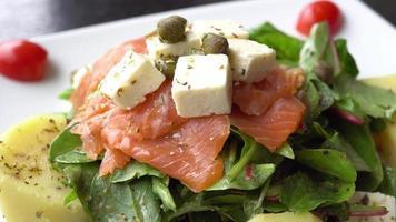 salade de viande de saumon video