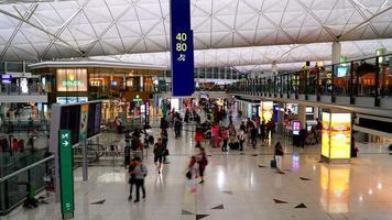 lapso de tiempo de la gente en el aeropuerto de hong kong video