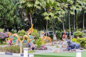 Estatuas de animales y dragones en el templo de Thean Hou, Kuala Lumpur, Malasia foto