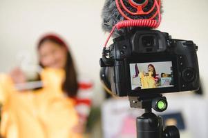 cámara digital dslr profesional video de película en vivo con vlogger blogger foto