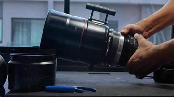 Rotating the focusing system of the big movie camera zoom lens. video