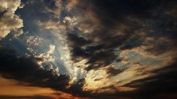 zonlicht en de wolken time-lapse video