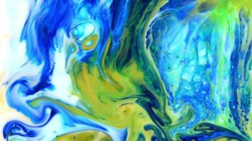 Explosiones de color infinito abstracto que hipnotiza la pintura de la superficie se extiende video