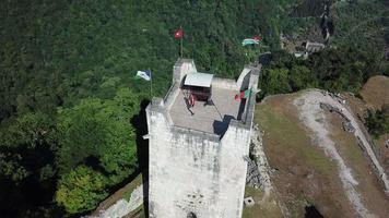 vista aerea dell'antica fortezza anakopia in abkhazia. video