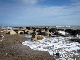 Bloques de hormigón en la orilla en el punto de desprecio, East Yorkshire, Inglaterra foto