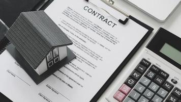 casa modelo puesta en documentos contractuales. foto