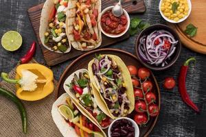 selección de deliciosa comida mexicana foto