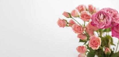 florero con rosas foto