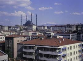 Mezquita Kocatepe, una de las mezquitas más grandes de Ankara. foto