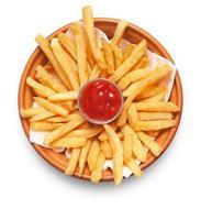 papas fritas sobre fondo blanco foto