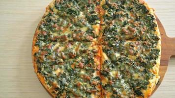 spinach and cheese pizza - vegan and vegetarian food video
