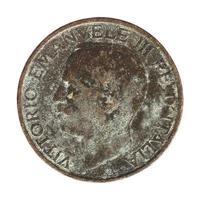 Antigua lira italiana con Vittorio Emanuele III rey aislado aislado sobre blanco foto