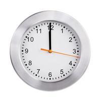 mediodía en la esfera del reloj redondo foto