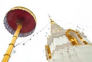 pagoda en el templo del budismo tailandés, chiang mai foto