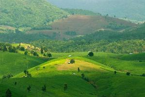 Alta vista de las terrazas de arroz de Mae Chaem, Chiang Mai, en el norte de Tailandia foto