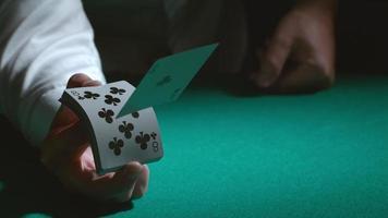 truques de cartas em câmera lenta video
