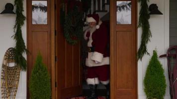 jultomten kommer hem video