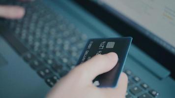 betala för att handla med kreditkort video