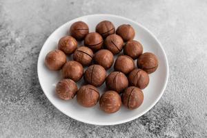 nueces de macadamia de cerca. se puede utilizar como fondo foto
