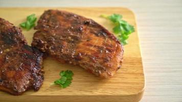 poulet jerk jamaïque grillé épicé video