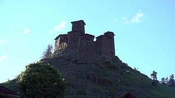 i castelli in pietra - le case in montagna video