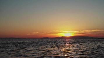 lasso di tempo della riva dell'oceano del tramonto autunnale giallo video