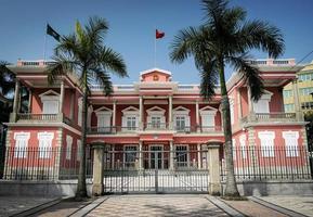 Edificio colonial de la sede del gobierno chino en la ciudad de Macao foto