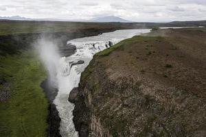 el paisaje de islandia hermosa cascada foto