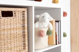 Decoración interior de la habitación de los niños con juguetes. foto