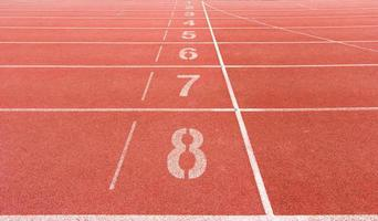 pista de atletismo numerada en el estadio foto