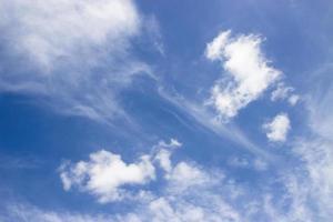 fondo de cielo azul con nubes foto