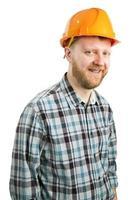 hombre barbudo en un casco de construcción foto