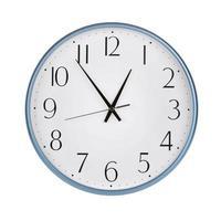 cinco en punto en una esfera de reloj foto