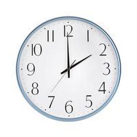 exactamente dos horas en el reloj redondo foto