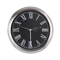 el reloj muestra la mitad de la tercera foto