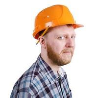 Trabajador de la construcción en casco de construcción naranja foto