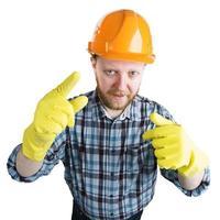 hombre en un casco y guantes amarillos foto