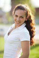 retrato de una mujer joven feliz foto