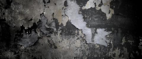Antiguo muro con pintura descascarada sobre una superficie de cemento foto