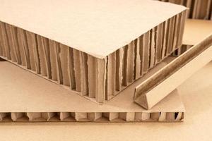 Fondo de cartón ondulado. detalle de la caja de cartón foto