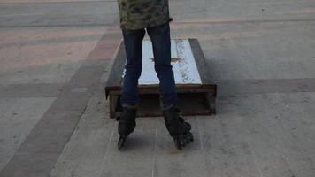 prática de skate lá fora video