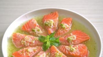 spicy salmon salad video