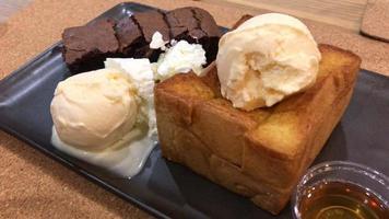 honey toasted with vanilla ice-cream video